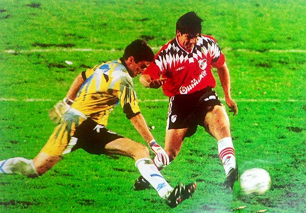 La espectacular definición de Salas ante Pablo Cavallero que selló el título de River en el Apertura 1996. (Foto: revista El Gráfico)
