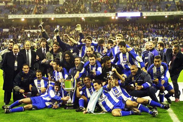 La Coruña campeón de la temporada 1999/2000. (Foto: sportall.es)