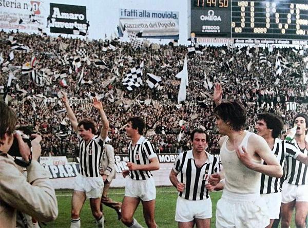 La Juventus da la vuelta olímpica tras conquistar el bicampeonato al final de la temporada de 1977/78 (Foto: juventus.com)