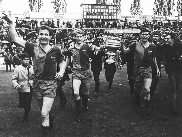 Basel celebra el título local en 1967. (Foto: sportalbum.ch)