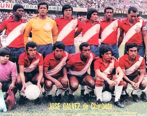 Un once tradicional de Gálvez en los años setenta cuando el equipo chimbotano vestía el color rojo como base de su camiseta alterna (Foto: Facebook)