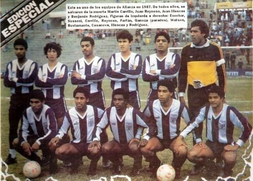 Con buena parte del equipo que partió a la gloria en 1987. Era un referente de esa generación (Recorte: revista Estadio)