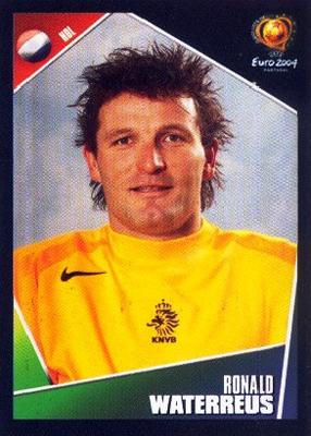 Ronald Waterreus, arquero suplente de Holanda, luce este peculiar peinado (Cromo: Álbum Panini, Euro 2004)