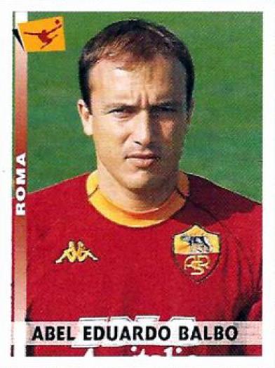La segunda etapa de Abel Balbo en la Roma lo encontró en el declive de su carrera aunque igual formó parte del plantel campeón del fútbol italiano (Cromo: editorial Panini)
