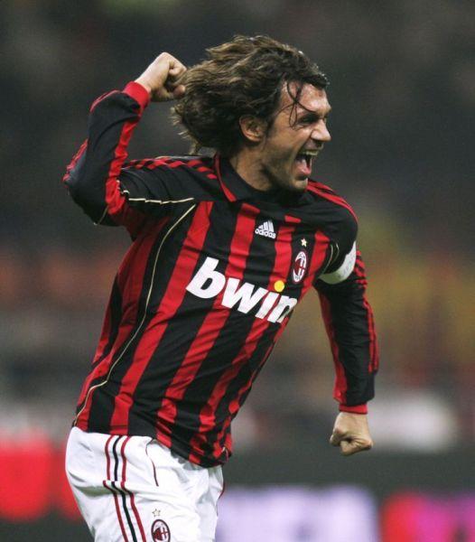 Maldini ha celebrado demasiado con el Milan como para asegurar su recuerdo eterno entre los 'tifosi' del cuadro 'rossonero' (Foto: photobucket.com)