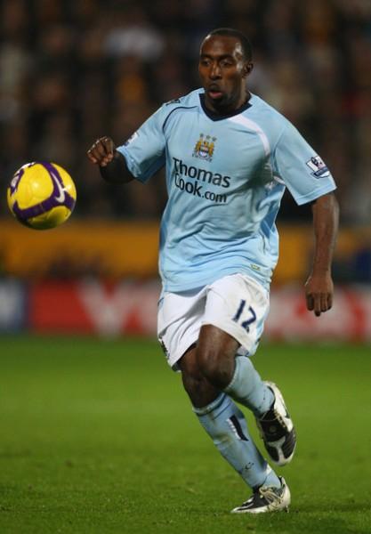 Vassell busca un rumbo con la camiseta celeste del Manchester City (Foto: zimbio.com)