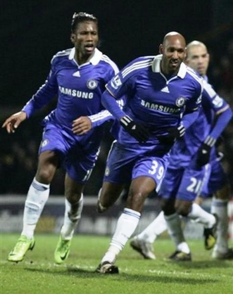 Anelka es seguido por figuras como Drogba cuando festeja goles con el Chelsea (Foto: AP)