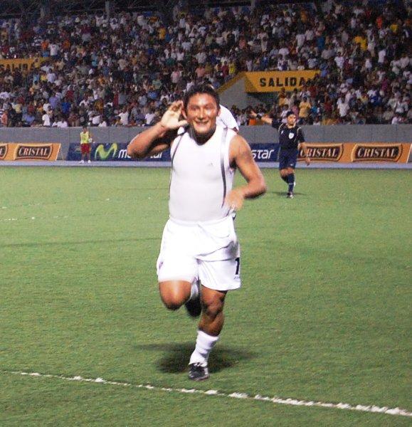 A Celis lo secundan el 'Chato' Barrena y compañía cuando festeja sus anotaciones con CNI (Foto: cnideiquitos.com)