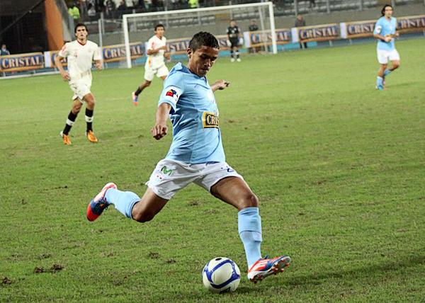 Con la celeste de Cristal es que Edinson Chávez por fin ha tenido la oportunidad de mostrarse en el fútbol peruano (Foto: prensa Sporting Cristal)