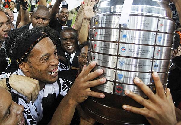 La Copa Libertadores coronó el regreso a Sudamérica de Ronaldinho al ganar el torneo por primera vez en su carrera jugando para Atlético Mineiro (Foto: aguantenche.com.uy)
