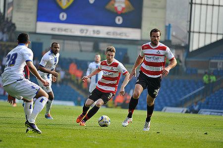 Con o sin balón, la presencia de Lucas Neill nunca pasa desapercibida en un campo de fútbol por su imponente talla (Foto: doncasterroversfc.co.uk)
