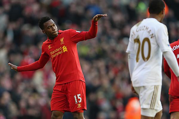 A Sturridge se lo puede reconocer bailando después de cada gol. Al margen de eso, las esperanzas del ataque inglés están puestas en él (Foto: AFP)