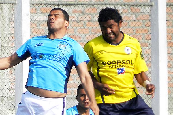 Marco Ruiz se caracteriza por ser aguerrido en la mitad de cancha. El polifacético jugador está en el final de su carrera (Foto: Aldo Ramírez / DeChalaca.com)
