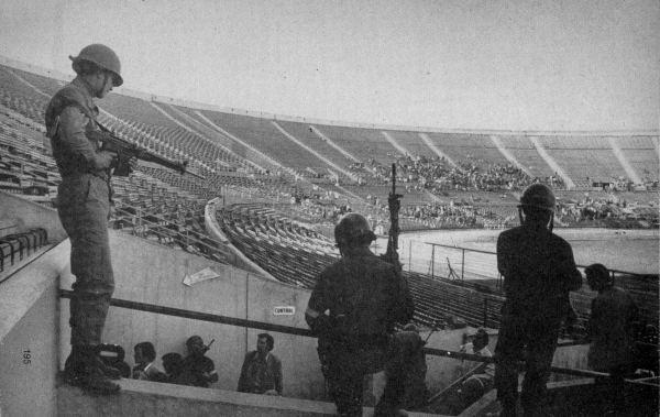 Atroz imagen: el estadio Nacional de Santiago tomado por la dictadura pinochetista (Foto: cervignon.eu)