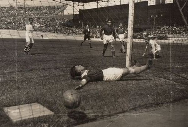 La debacle asiática no tardó mucho: los magiares no perdonaron sus falencias futbolísticas y lo despidieron por un abrumador 6-0 (Foto: facebook.com)