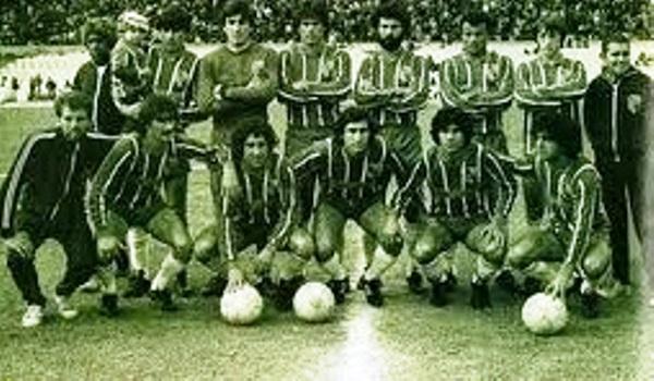 Central Español de Uruguay ostenta el récord en el fútbol charrúa. Es el único que campeonó luego de haber obtenido el mismo logro en la Segunda División. Ocurrió en 1984 (Foto: futbolmundialkits.blogspot.com)