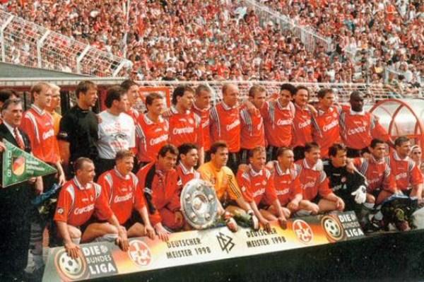 Kaiserslautern, con un joven Michael Ballack, es hasta el momento el único equipo en el fútbol alemán que supo campeonar tanto en la Bundesliga 2 como en la Bundesliga de forma consecutiva. El máximo logro lo consiguió en la temporada 1997-1998 (Foto: der-betze-brennt.de)