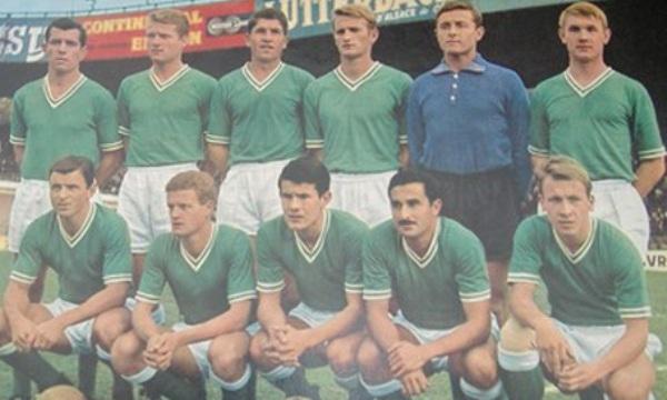 Saint Etienne, elenco francés que, tras descender a la Ligue 2 y campeonar en el acto, luego se consagró en la Ligue 1 de 1963-1964 (Foto: pari-et-gagne.com)