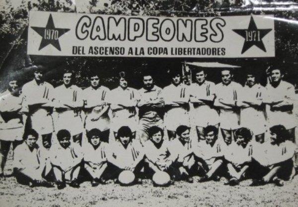 Tal como lo anuncia el cartel que aparece en la parte superior, Unión San Felipe campeonó en el ascenso, hizo lo mismo en la máxima categoría chilena (1971), y disputó la Copa Libertadores del año entrante (Foto: charlatecnica.cl)
