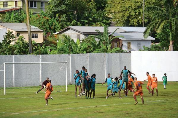 Aruba, una de las últimas selecciones que se afilió ala Concacaf, juega prácticamente en familia las Eliminatorias para Brasil 2014. Acá, una imagen del duelo ante Santa Lucía (Foto: news.visitaruba.com)