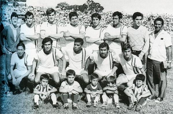 Cuando el torneo estaba en pleno auge, equipos históricos como el Oriente Petrolero de Santa Cruz formaron parte del mismo. Aquí, una imagen de 1971, año en el que el club cruceño campeonó (Foto: historiadelfutbolboliviano.com)