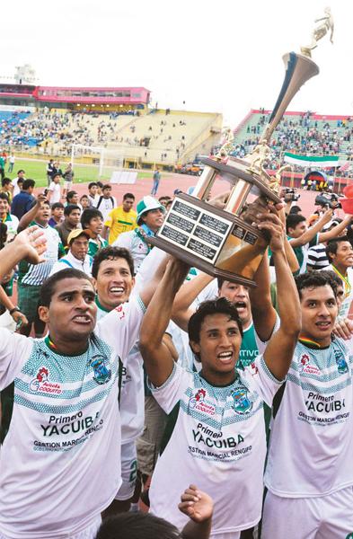 En la nueva versión del torneo de ascenso boliviano el Petrolero de Tarija se impuso al Destroyers en la final y logró el cupo directo a la máxima categoría (Foto: la-razon.com)