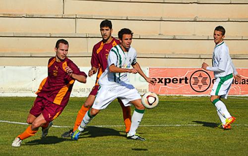 Escena de un partido entre las selecciones de Murcia y Andalucía en el marco de los torneos regionales de la UEFA (Foto: revandalus.com)