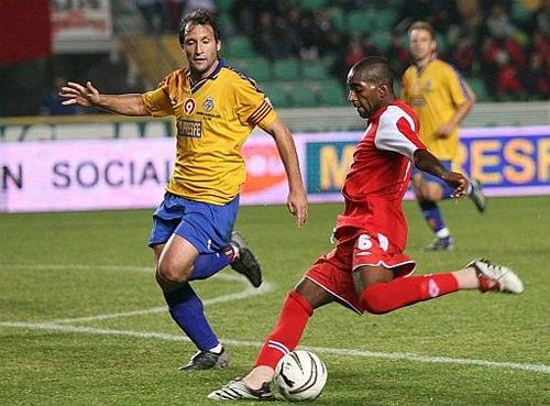 Jair Céspedes en acción la vez que un combinado peruano se enfrentó a la selección de la Comunidad Valenciana (Foto: deportevalenciano.com)