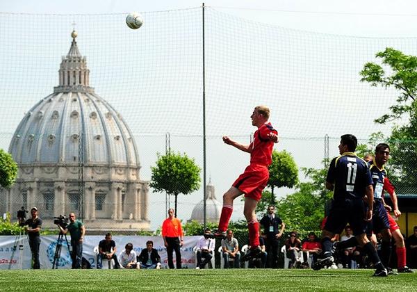 Los partidos de la liga de El Vaticano se disputan en unas canchas cercanas a la Santa Sede (Foto: enlactualidad.com)