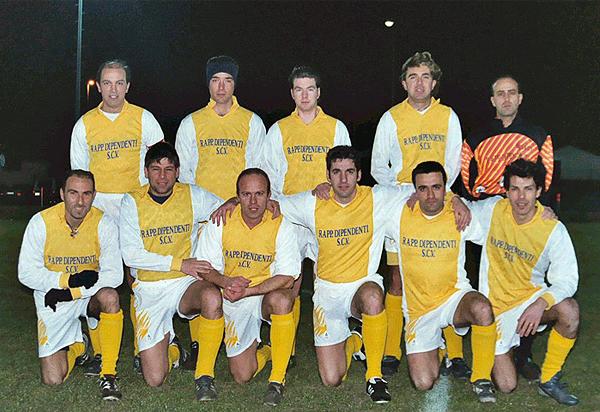 La selección de fútbol de El Vaticano con su uniforme oficial (Foto: misviajesporahi.es)