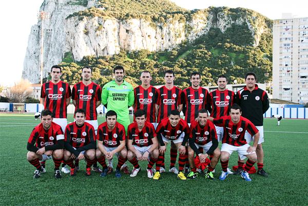 El equipo del Lincoln FC que se proclamó como campeón en la última temporada de la Premier de Gribaltar (Foto: gibsport.gi)