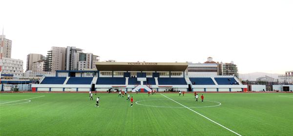 El Victoria Stadium, cancha con césped artificial y sede de los partidos de fútbol en Gibraltar (Foto: stadiontour.at)