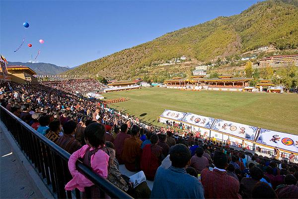 El estadio Changlimithang National de Bután, sede de su selección de fútbol pero también de diversas actividades en el país asiático (Foto: junkstage.com)