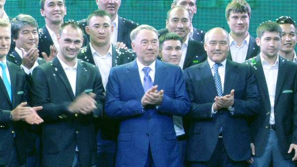 El propio presidente Nursultán Nazarbáyev encabezó la ceremonia de lanzamiento del Astana en 2009. (Foto: sk.kz)