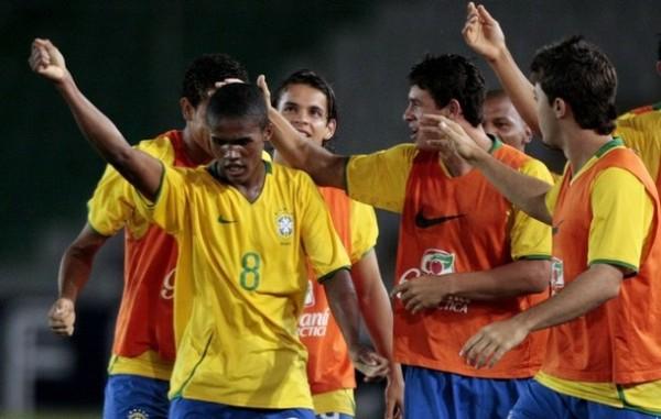 Douglas Costa, llamado el 'Ronaldinho Zurdo', tiene mucho por ofrecer para Brasil en el Mundial (Foto: Reuters)