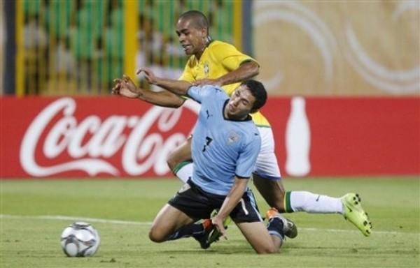 Uruguay lo hizo bien en el arranque, pero tropezó ante Brasil (Foto: AP)