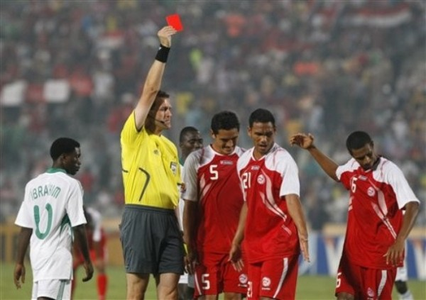El paso de la modesta Tahití por el Mundial fue para sacarle tarjeta roja: ningún gol a favor y 21 en contra (Foto: AP)