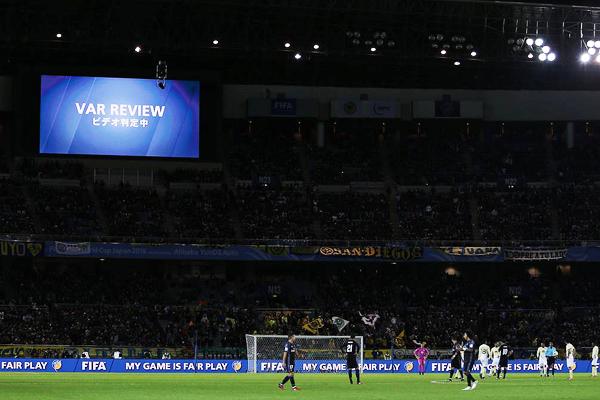 El VAR también fue utilizado en el Mundial de Clubes. No estuvo sujeto a la polémica. (Foto: Diario AS)