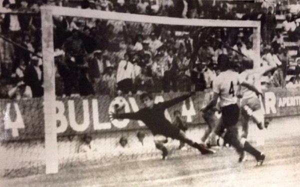Otra vista, más frontal, del gol de Grahn. Solo así cayó Mazurkiewicz. (Foto: Pinterest)