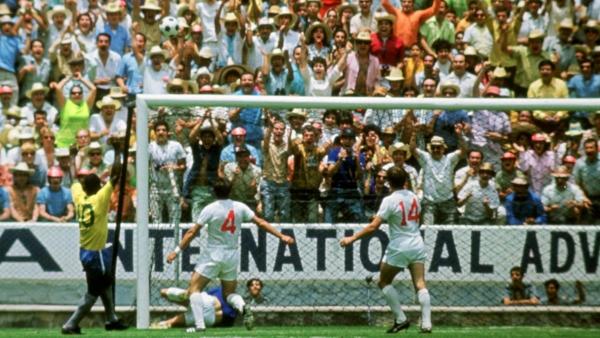 La atajada del Mundial y, según dicen viejos cronistas, de todos los Mundiales: Banks le sacó así de modo increíble un cabezazo a Pelé. (Foto: Pinterest)