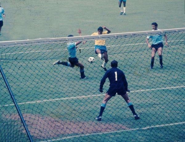 Clodoaldo, con coraje, decretó así el empate para Brasil. (Foto: Pinterest)