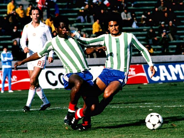 Cortesía de Atlético Kimberley, Francia tuvo que solicitar prestado ese uniforme por la similitud de colores con Hungría (Foto: tacomundial.com)