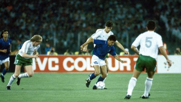 Todo Irlanda a la marca de Roberto Baggio en el Mundial 1990, cuando el debutante equipo verde solo pudo ser derrotado por el anfitrión. (Foto: rb-jerseys.com)