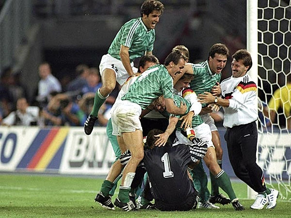 En Italia 90, Alemania también tuvo que superar la semifinal a través de los penales, logrando vencer a Inglaterra (Foto: AFP)