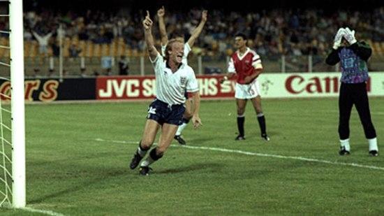 Mark Wright celebra su gol a Egipto en 1990, en el triunfo inglés por 1-0 en el último partido de fase de grupos (Foto: espn.com)