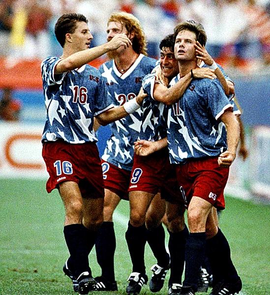Fiel a su estilo, la selección de Estados Unidos presentó una indumentaria muy colorida (Foto: AFP)