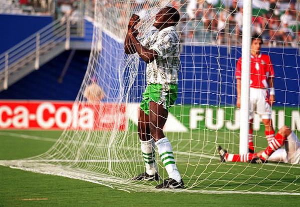 Así como las celebración, inolvidable también será el uniforme alterno de Nigeria (Foto: AFP)