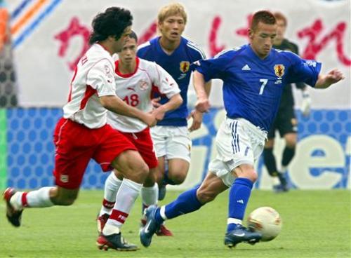 Hidetoshi Nakata en acción durante el triunfo japonés en 2002 sobre Túnez (Foto: rediff.com)