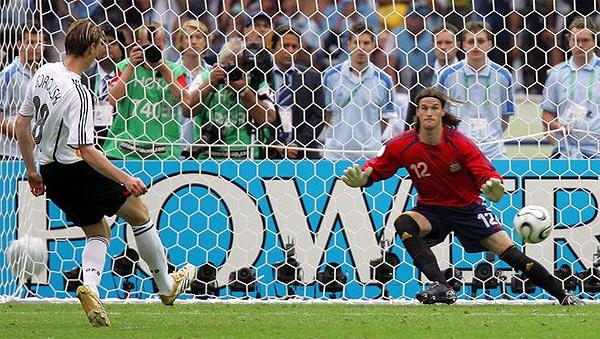 Tim Borowski vence a Leonardo Franco en el último remate de Alemania que superó en la tanda a la Argentina en 2006 (Foto: larazon.com.ar)