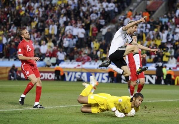GRITO DE FELICIDAD. Müller festeja suspendido en el aire su conquista. El joven delantero fue del Bayern Munich fue hombre más desequilibrante de su elenco. (Foto: REUTERS)